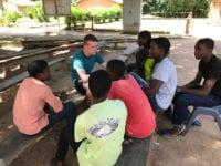 Hverdagen som efterskoleelev blev for en stund skiftet ud med livet i en afrikansk landsby, da 16-årige Esben Svendsen fra Ringsted var på udviklingsrejse i Malawi sammen med Odsherreds Efterskole. Foto: Odsherred Efterskole.