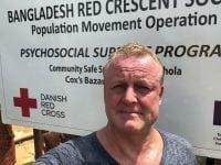 Overskuddet fra Jan Gintbergs show i Ringsted går ubeskåret til Røde Kors. I forbindelse med et nyt program besøger Jan verdens største flygtningelejr i Bangladesh, hvor han fik set, hvad Røde Kors laver. Foto: Ringsted Kongrescenter