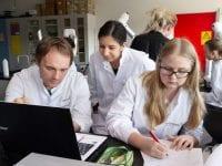 Biotekstuderende fra Professionshøjskolen Absalon i Kalundborg. Foto: Alex Tran