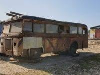 Den fundne danske Triangel-bus efter aflæsningen på Sporvejsmuseet. Bussens undervogn har det heldigvis bedre end karosseriet. Foto: Michael Jensen.