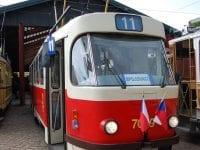 Prag nr. 7079 i festtøjet på Sporvejsmuseet Skjoldenæsholm. Foto: Sporvejsmuseet.