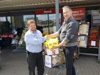 OK og Dagli' Brugsen i Høm har doneret 50 refleksveste til Ringsted Anti Affalds Team. Foto: OK.