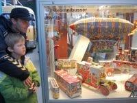 Sporvejsmuseet henter talrige gamle juleting frem til de to særlige åbningsdage i december. Her fine tredimensionale julekalendere.
