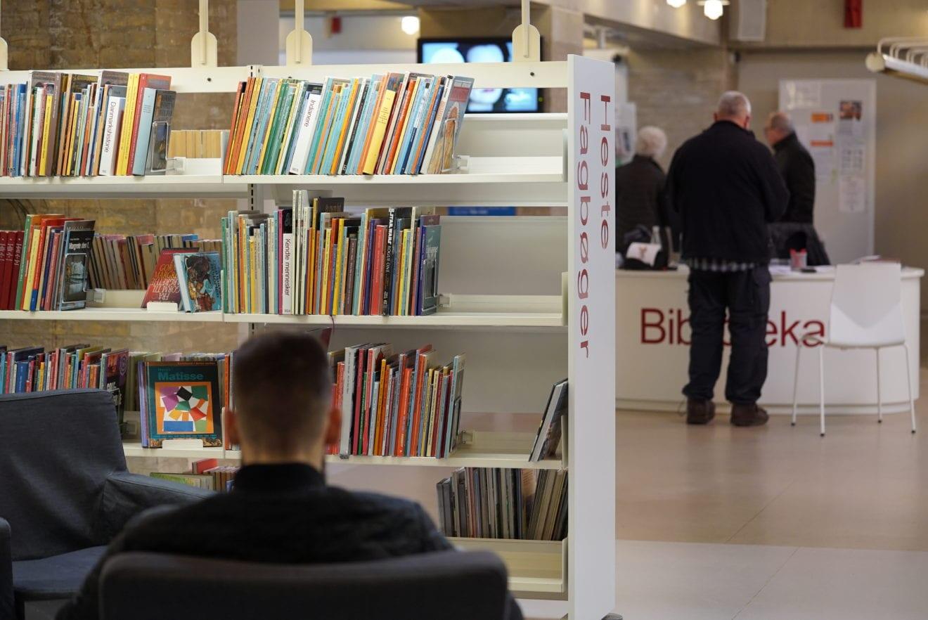 Biblioteket tilbage med selvbetjent åbningstid