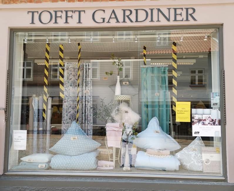 Tofft Gardiner tømmer butikken