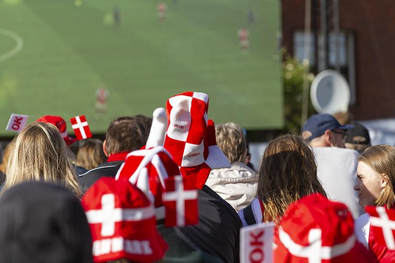 Danmarks første EM-kamp startede som en fest